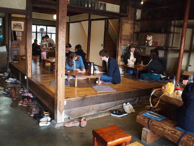 町家喫茶三宅商店の店内の内装
