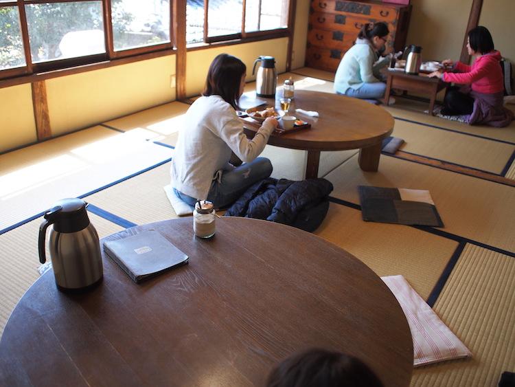 町家喫茶三宅商店の2階座敷席