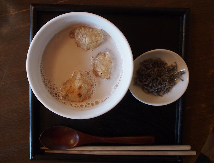 町家喫茶三宅商店の豆乳ぜんざい