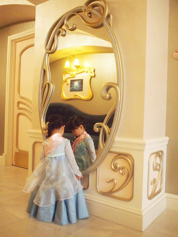 ビビディバビディブティック内の鏡