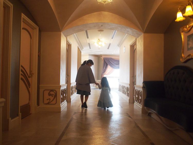 ビビディバビディブティックの廊下